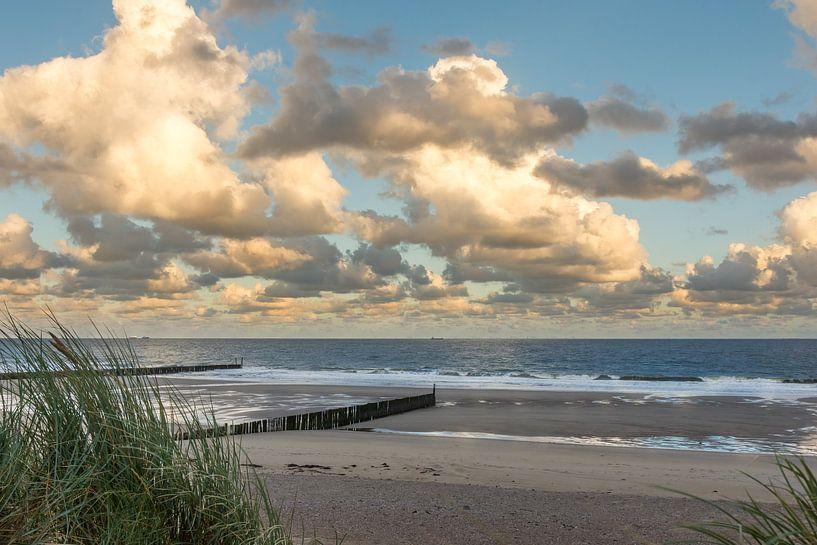 Strand von Cadzand-Bad bei Sonnenaufgang von John van de Gazelle