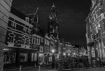 Domtoren bij nacht vanaf de stadhuisbrug in Utrecht van Kaj Hendriks