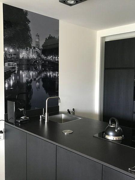Klantfoto: Zicht op Zandbrug, Oudegracht en Domtoren in Utrecht, ZWART-WIT (afwijkend formaat) van Donker Utrecht