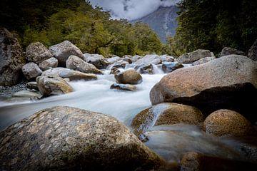 Felsen in einem Fluss von Jurgen Buijsse