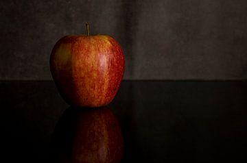 Stillleben mit rotem Apfel von Compuinfoto .