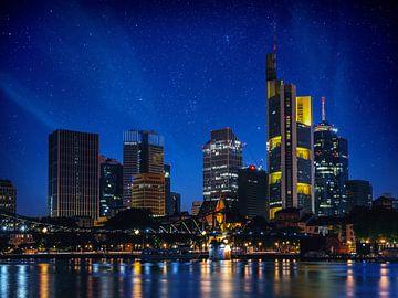 Frankfurt am Main bij nacht van Mustafa Kurnaz