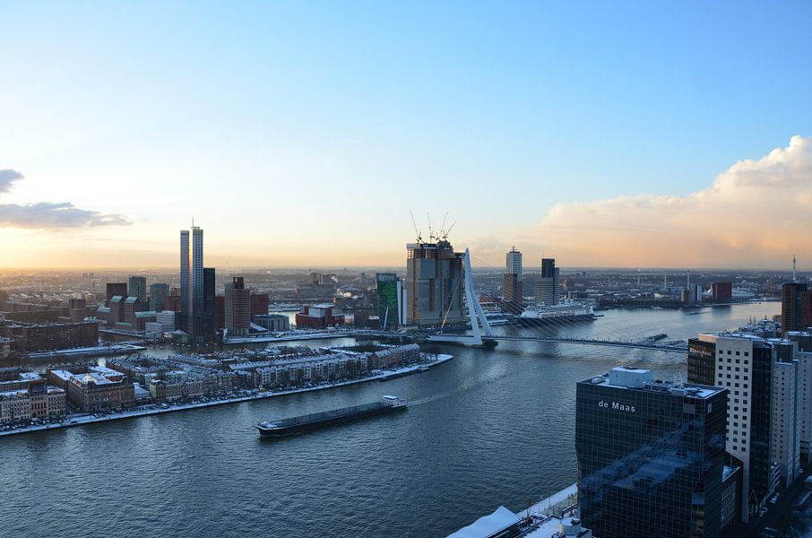 Rotterdam in de sneeuw en zon van Marcel van Duinen