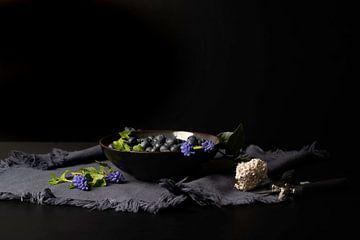 Blaubeeren in schwarzer Schale von Gaby Hendriksz