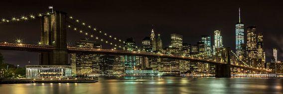 MANHATTAN & BROOKLYN BRIDGE nacht Impression van Melanie Viola