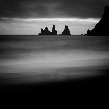 Reynisdrangar - Iceland van Arnold van Wijk