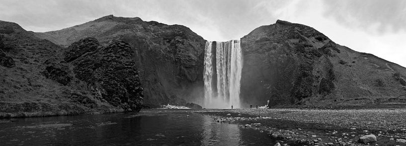 Panorama Skogafoss waterval IJsland van Anton de Zeeuw