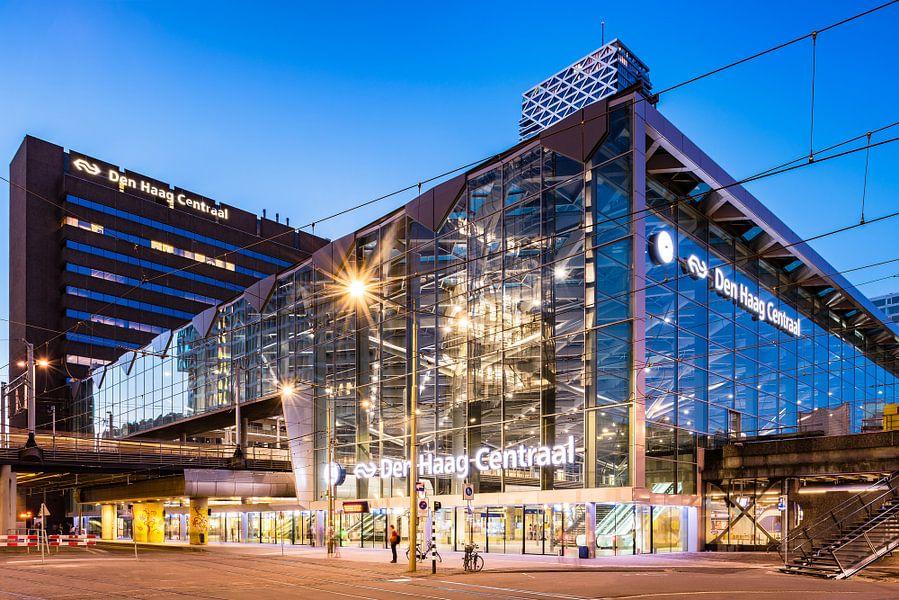 Station Den Haag CS (blauwe uur)