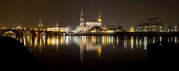 Dresden bei Nacht Panorama von Andreas Müller