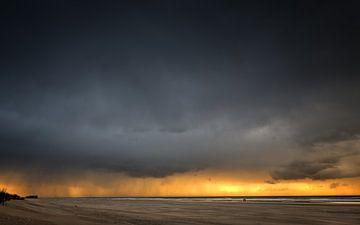 Een prachtige stranddag.... van Peter Korevaar