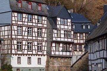 Fachwerkhäuser entlang der Rur in Monschau von Reiner Conrad