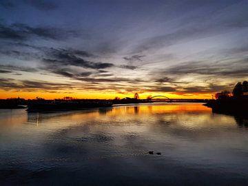 Zonsondergang rivier de Lek, Vianen Vreeswijk van Danielle Bosschaart