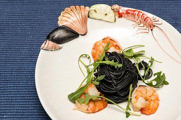 Zwarte pasta met garnalen en rucola van Wim Stolwerk