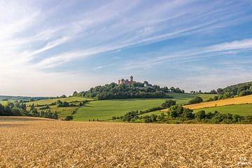 Duits landschap en velden met een kasteel van Fotos by Jan Wehnert