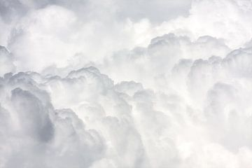 Massive stapelwolken van Jan Brons
