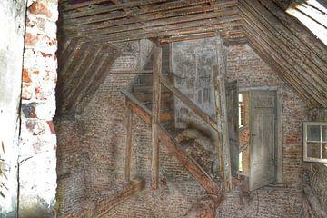 Old stairway  van Mitchell Hermsen