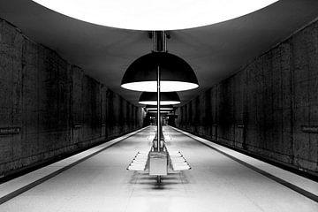 München U-Bahn-Station Bahnsteig in Schwarz und Weiß von Andreea Eva Herczegh