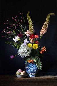 Blumenstillleben mit Delfter blauer Vase