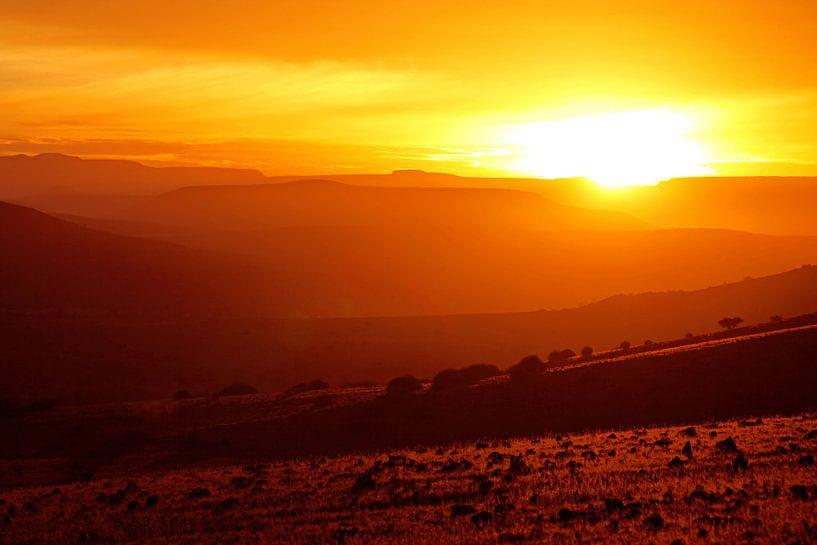 sunrise in the landscape of Namibia van W. Woyke