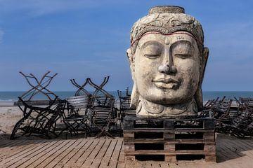 Boeddha op het strand von pieter musterd