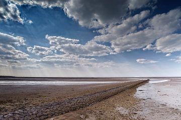 Sunbeams über das Wattenmeer mit eine recht Niederländischen Wolke Partei von Dirk-Jan Steehouwer