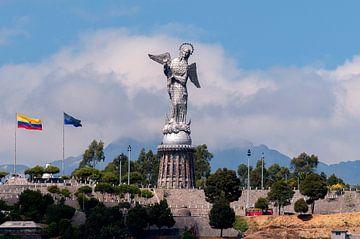 Quito: La Virgen de El Panecillo van Maarten Verhees
