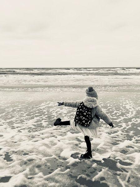 Young and Free at the Beach van Eveline van Vuren