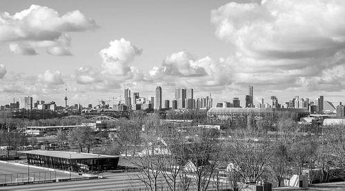 Het Feyenoord Stadion De Kuip en Sportcomplex Varkenoord in Rotterdam met echte Hollandse wolken