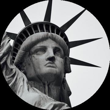 Het hoofd van het Vrijheidsbeeld - New York City, Amerika (zwart wit) van Be More Outdoor