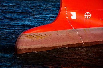 Voor de boeg in de haven IJmuiden. van scheepskijkerhavenfotografie