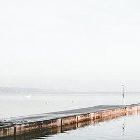 Bootssteg im Nebel von Heiko Westphalen