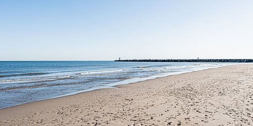 Het strand en het havenhoofd van Scheveningen