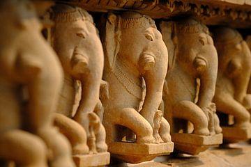 Elefantenskulptur Kamasutra Tempel Indien von Karel Ham