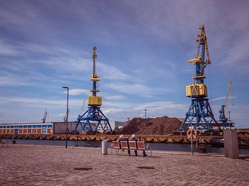 Hafenkräne im Rostocker Hafen an der Ostsee von Animaflora PicsStock