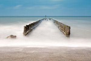 Paalhoofden op het strand van Zeeland van