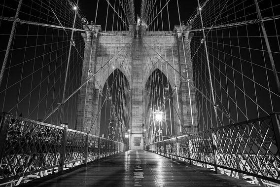 Brooklyn Bridge (Black & White) van Dennis Wierenga