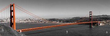 Panorama Golden Gate Bridge met uitzicht op San Francisco rood op zwart-wit van Dieter Walther