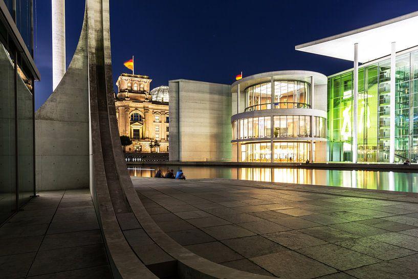 La nuit dans le quartier du gouvernement de Berlin sur Frank Herrmann