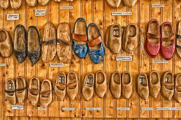 Holzschuh Mauer von Jo Beerens