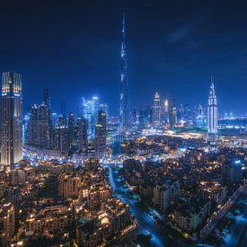 Dubai Skyline bei Nacht von Jean Claude Castor