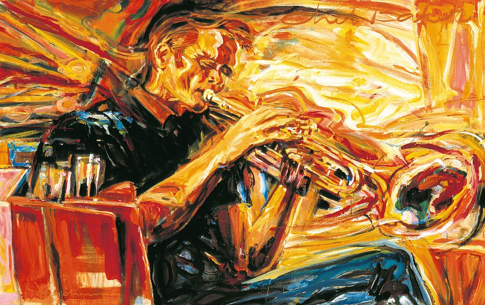 Chet Baker playing his trumpet van Frans Mandigers