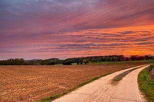 Red sunrise van Wim van D
