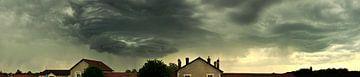 Dreigende wolken van Corinne Welp
