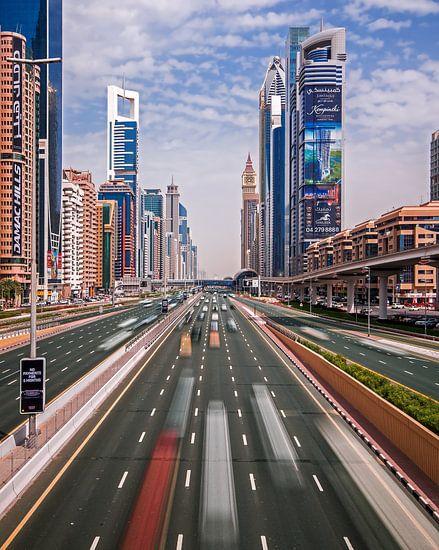 Dubai's futuristic world van Niels Tichelaar
