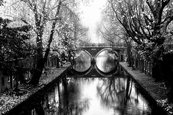 Oudegracht met de Hamburgerbrug  Utrecht in de mist