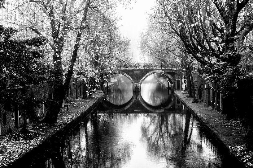 Oudegracht met de Hamburgerbrug  Utrecht in de mist van De Utrechtse Grachten