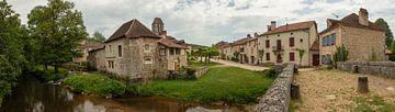 Panorama van Panden en Kerk in  Saint-Jean-de-Côle, Frankrijk van Joost Adriaanse