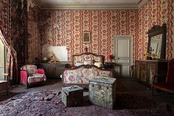 Schlafzimmer in baufälligem Zustand von Kristof Ven