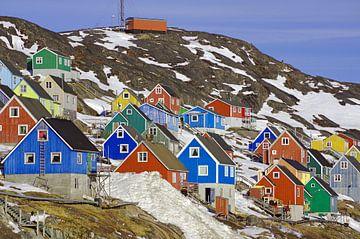 Farbenfroher Ort in West-Grönland van Reinhard  Pantke