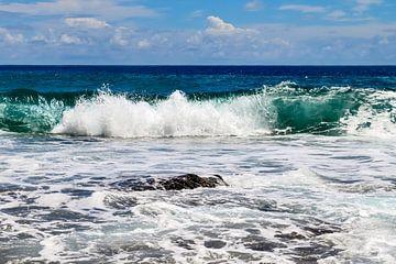 Wilde oceaangolven op de Seychellen